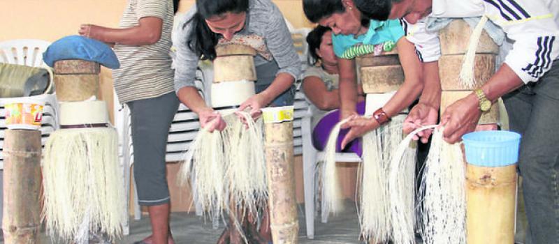 La elaboración del sombrero de paja toquilla es 100% artesanal ... f163beff5f0