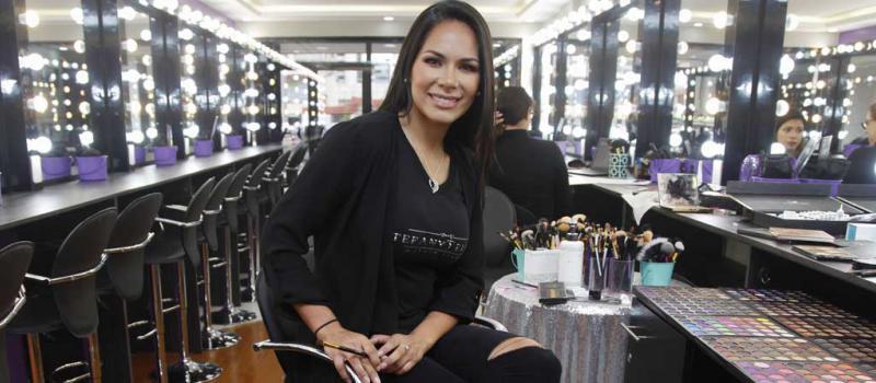 Un local que resalta la belleza de la mujer revista l deres - Estudio de maquillaje ...