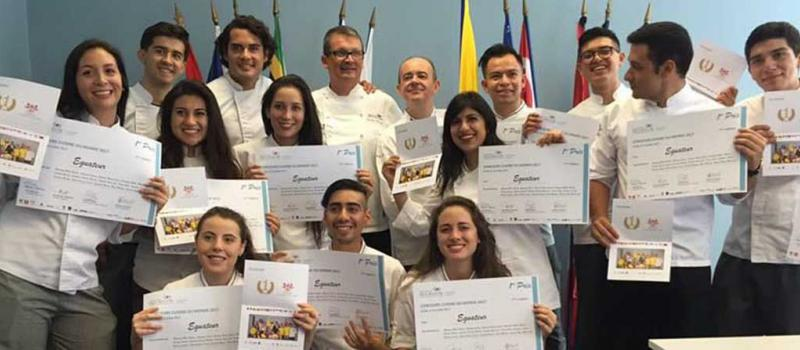 Los estudiantes de Gastronomía de la San Francisco que fueron al Instituto Paul Bocuse. Foto: Cortesía  Universidad San Francisco
