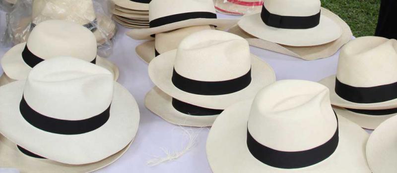 El sombrero de paja toquilla se promociona en el aeropuerto de Madrid f1d974908ad