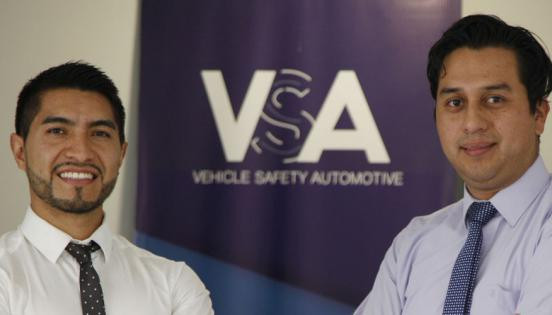 Javier Guijarro, responsable de calidad, y Patricio Lalama, director técnico de la empresa Vehicle Safety Automotives (VSA).